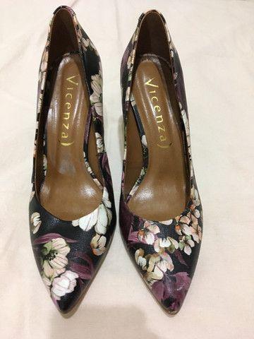 Scarpin Vicenza, floral, salto alto