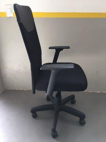 Cadeira Presidente Tela Mesh Black Giratória Escritório Home Office  - Foto 4