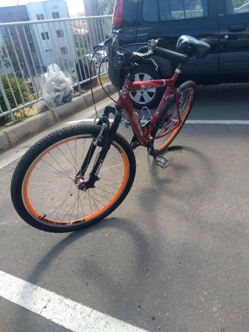 Bicicleta aro 26 semi nova - Foto 3