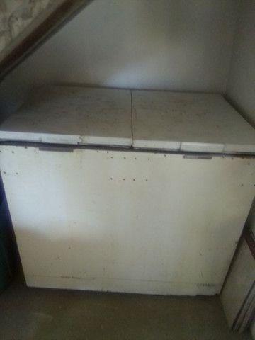 Vendo ou troco freezer por geladeira - Foto 2