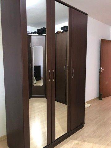 guarda roupas cor Tabaco, ótimo estado, duas portas, com maleiro, gaveteiro interno