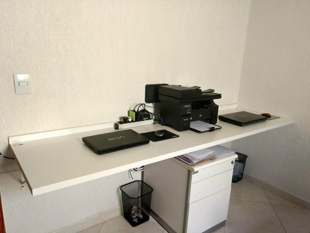 Bancada de trabalho MDF branco + cadeiras de escritório+ móvel arquivo - Foto 4
