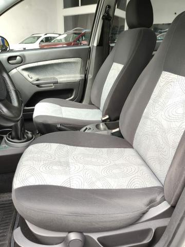 Ford Fiesta Sedan  - Foto 13