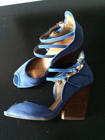 Sandália 35 camurça azul linda