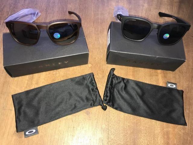 43971a04c5c59 Óculos de Sol Oakley Enduro Polarizado - Marrom - Unissex ...