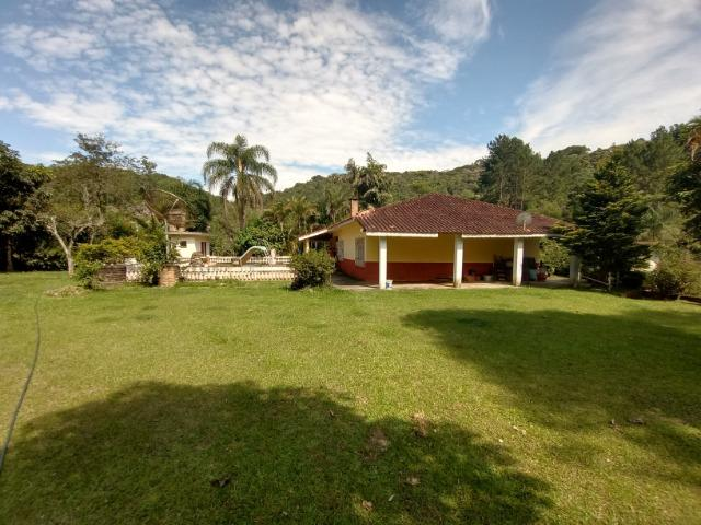 Sitio com 20.000 m²,bela casa,imenso lago e espaço para criações - Foto 9