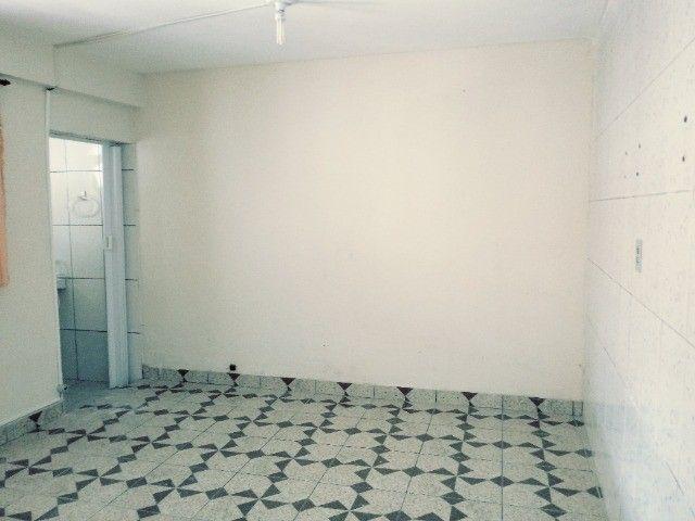 Aluga-se casa térrea 2 cômodos - Foto 5
