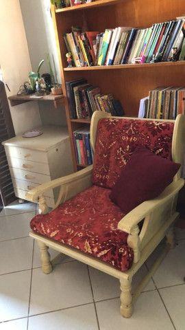 Sofá de 4 lugares e duas poltronas, muito bom e antigo