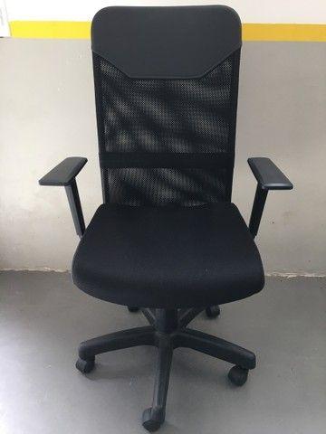 Cadeira Presidente Tela Mesh Black Giratória Escritório Home Office  - Foto 5