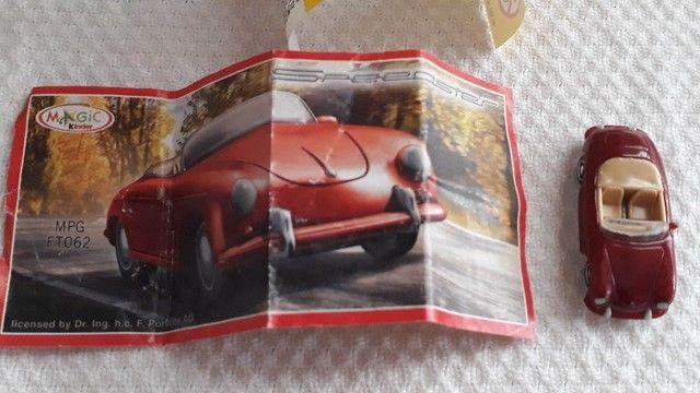 Jogo Kit de Carrinhos Porsche Colecionáveis Kinder Ovo modelos: Speedster e Carrera RS - Foto 5