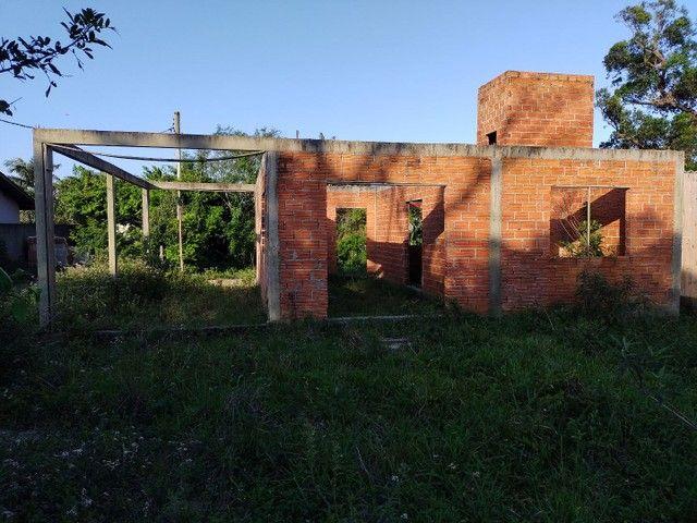 Vendo terreno com casa em obras em Garopaba