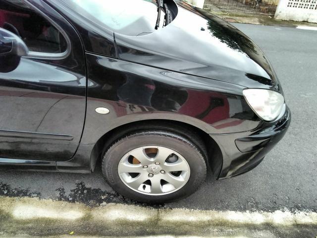 Vendo Peugeot 307 Presenc ano 2006 com ar direção airbags interior em couro valor 18000 - Foto 7