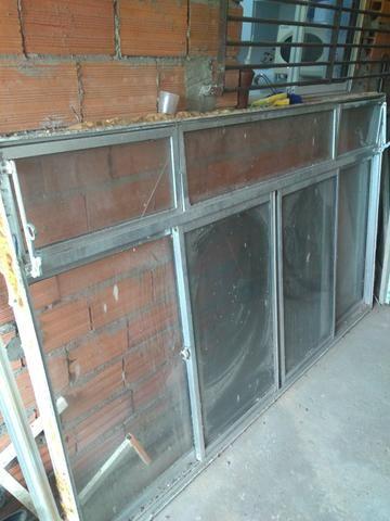Vendo uma janela de alumínio de 2.00x1.20 eu entrego