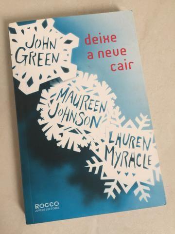 """Livro """"Deixe a neve cair """""""