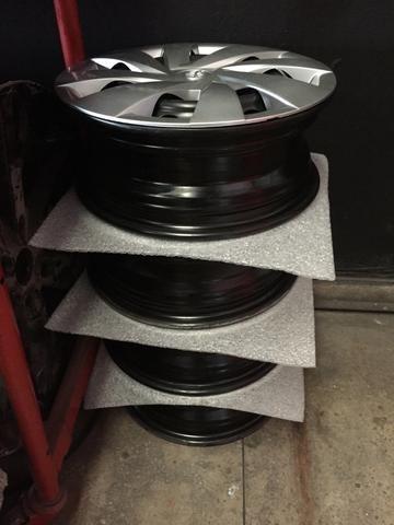 Vendo 04 rodas aro 14 Toyota Etios com calotas originais - Foto 3