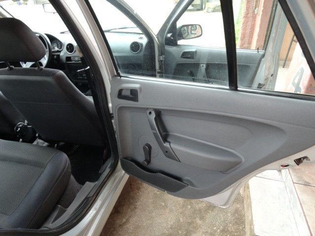 VW Gol 1.0 2011/2012 com ar condicionado - Foto 18