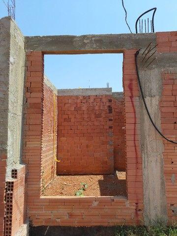 Casa em alvenaria está em fase de construção.  - Foto 4