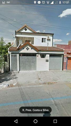 Uma casa na rua Presidente Costa Silva Barros da