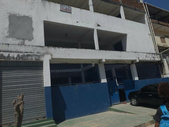 Vende-se um prédio, uma antiga escola em Vida Nova