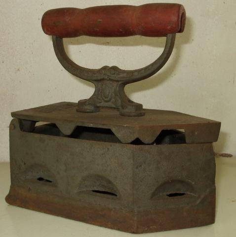 Ferros de Passar Antigos Dois Modelos com mais de 60 anos Originais em Excelente Estado
