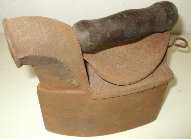 Ferros de Passar Antigos Dois Modelos com mais de 60 anos Originais em Excelente Estado - Foto 6