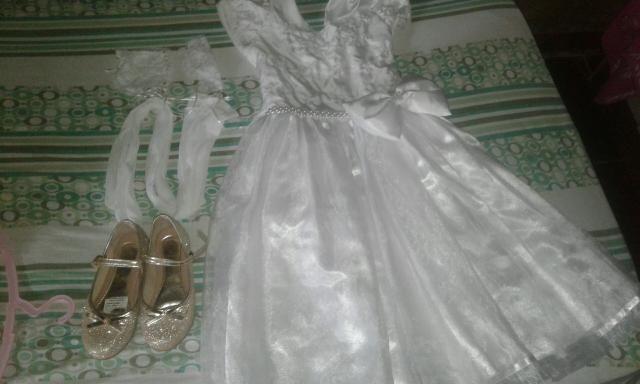 Vestido branco para formatura sapato numero 31/32 e meiao branco com luva