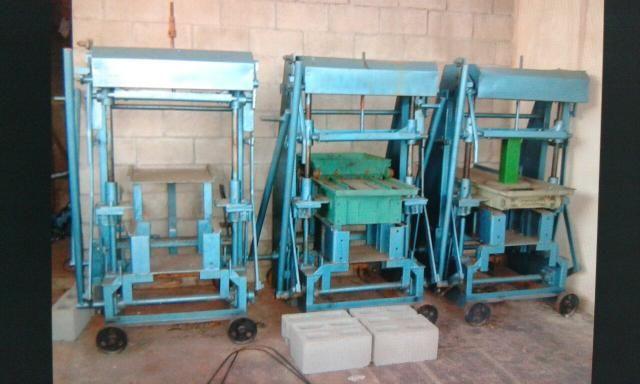 Máquina de paiver e bloco