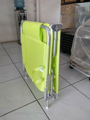Espreguiçadeira dobrável com alças para facilitar o transporte - Foto 4