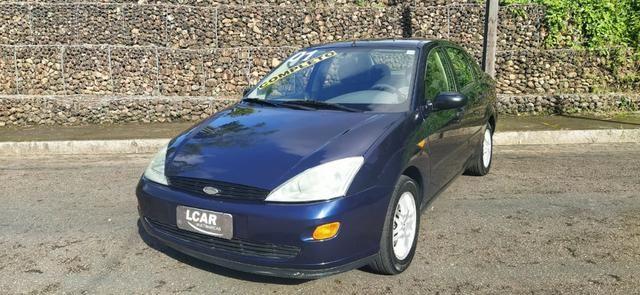 Focus Sedan 2.0 (Completo c/ GNV) - 2001