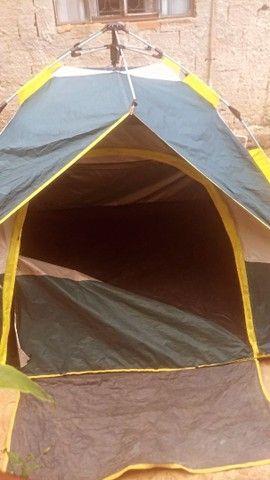 Barraca de acampamento usada...