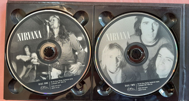 Box Nirvana - With The Lights Out (3 CDs, 1 DVD e 1 livro) - Foto 5