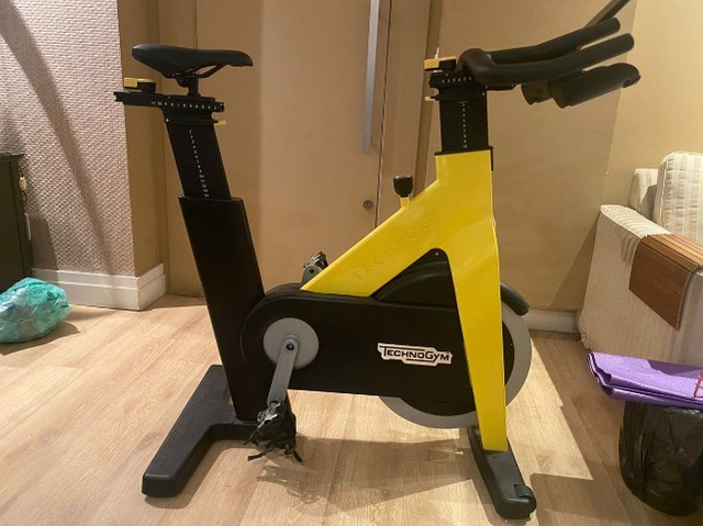 Bicicleta Spinning Technogym - Group Cycle Connect Yellow - Foto 3
