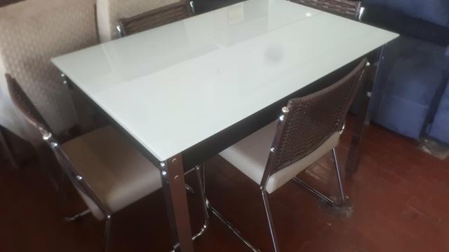 Mesa 4 cadeiras vidro 1.20
