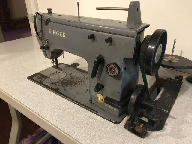 Máquina Singer industrial de Costura e Bordados