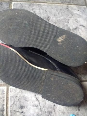 Sapato de couro. preto com detalhes em voltas de vermelho n / 42,43 - Foto 3