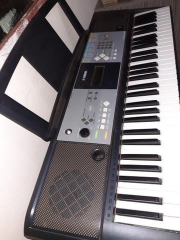 Vendo uma bateria um teclado e uma caixa amplificada - Foto 2