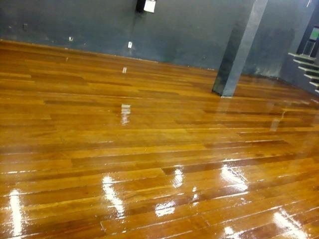 Raspagem e aplicação de sinteco em pisos de madeira - Foto 6