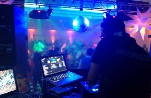 DJ + som e luzes pra sua festa! (R$ 300,00)