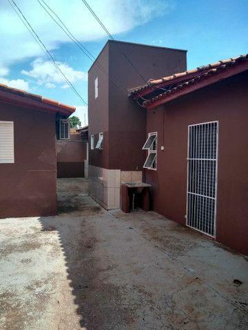 Casa de esquina com três kitinetes - Foto 2