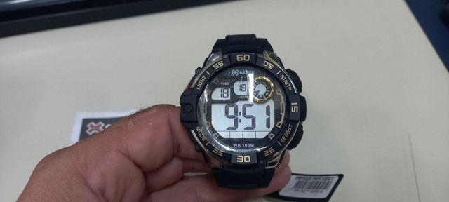 Relógio Xgames preto com dourado