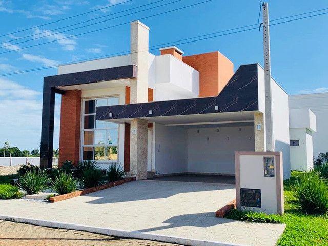 Linda casa em condomínio fechado a poucos minutos do centro de Torres