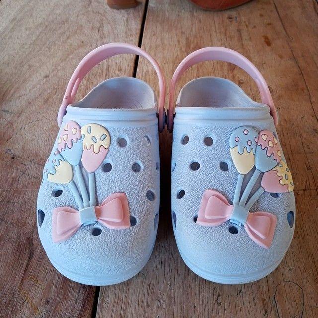 Chinelo tipo Crocs infantil - Foto 2