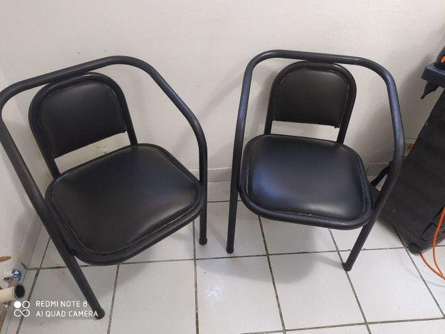 Vendo essas duas cadeiras 80 reais