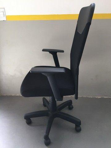 Cadeira Presidente Tela Mesh Black Giratória Escritório Home Office  - Foto 2