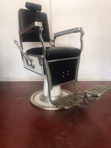 R$ 4.900 Cadeira de barbeiro reclinável.  - Foto 2