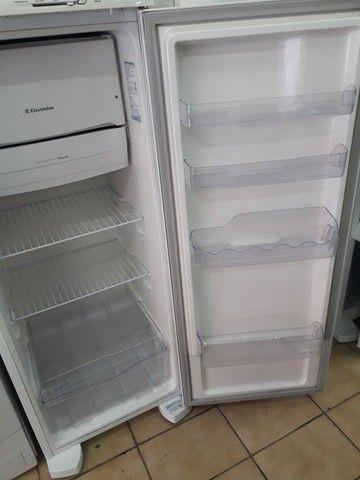 Refrigerador Eletrolux. 240L. - Foto 3