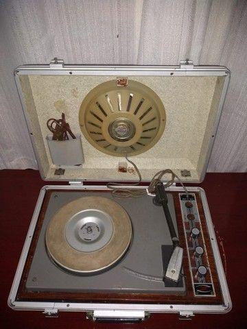 Vitrola anos 60 , toda original , funcionando !!! - Foto 2