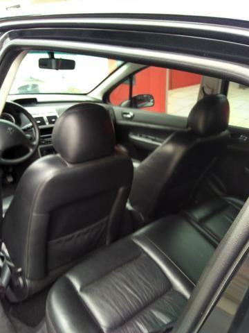 Vendo Peugeot 307 Presenc ano 2006 com ar direção airbags interior em couro valor 18000 - Foto 17