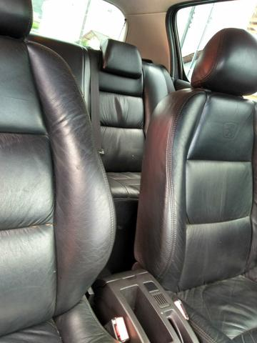 Vendo Peugeot 307 Presenc ano 2006 com ar direção airbags interior em couro valor 18000 - Foto 12