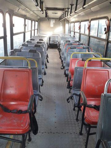 Onibus urbano escolar. Um MWM 16180 2003 e um MB 2003 - Foto 7